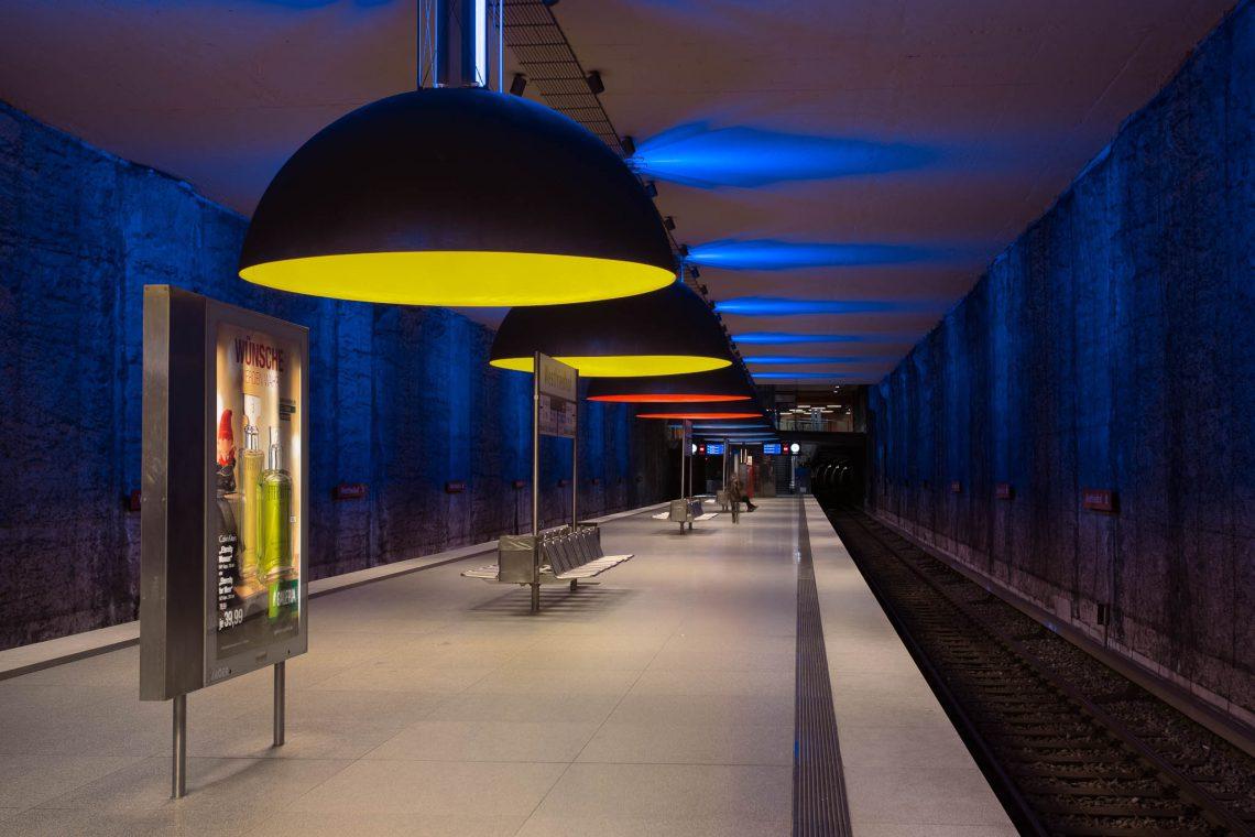 Moderne U-Bahn Architektur