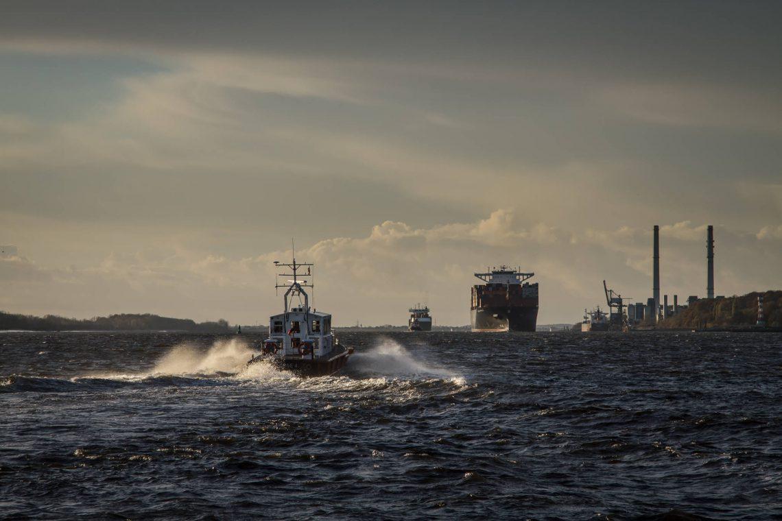 Hafenlotse auf dem Weg zum Einsatz vor Blankenese