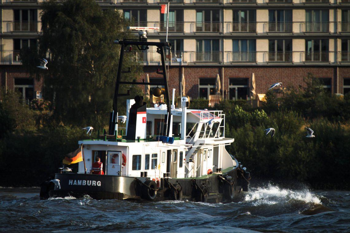 Das Lotsenboot 2 vor Finkenwerder